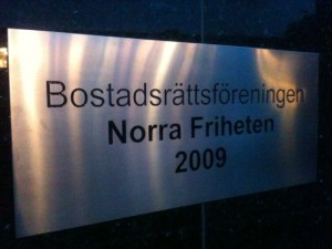 Skylt - BRF Norra Friheten